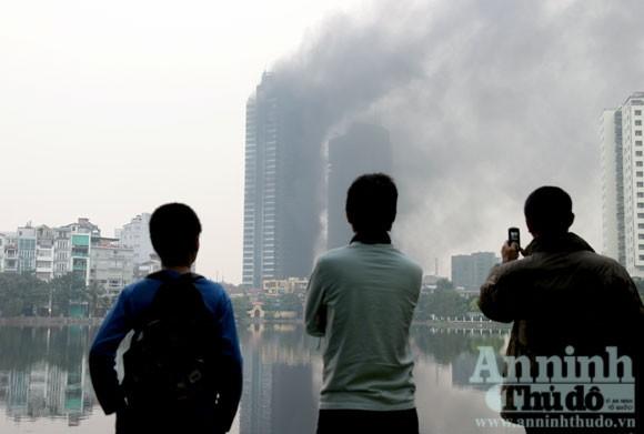 Những hình ảnh đáng sợ về vụ cháy nhà 33 tầng của Điện lực Việt Nam ảnh 11