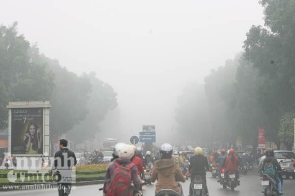 Sương mù dày đặc phủ kín Hà Nội ảnh 16