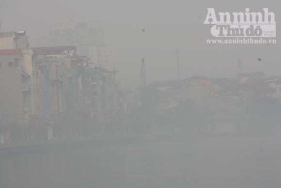Sương mù dày đặc phủ kín Hà Nội ảnh 14