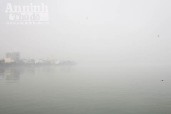 Sương mù dày đặc phủ kín Hà Nội ảnh 12