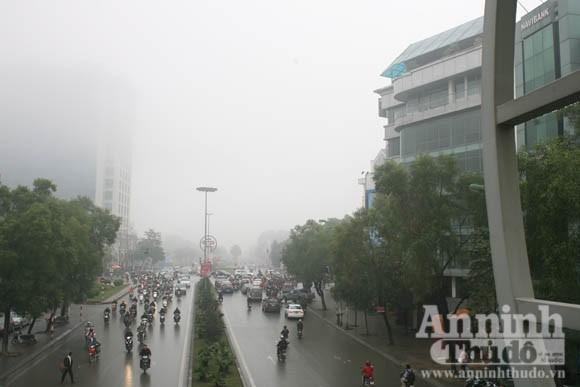 Sương mù dày đặc phủ kín Hà Nội ảnh 10