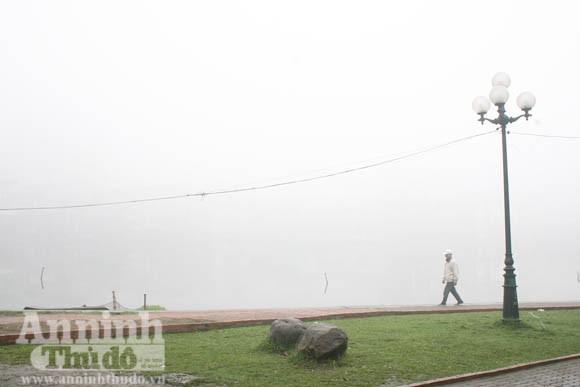 Sương mù dày đặc phủ kín Hà Nội ảnh 9