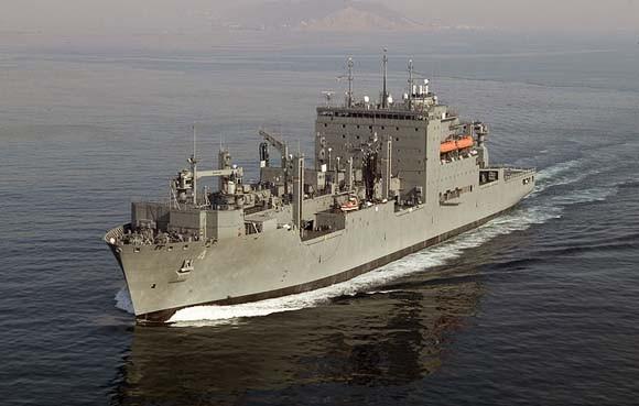 Tàu Hậu cần Hải quân Mỹ vào Cam Ranh để sửa chữa ảnh 1
