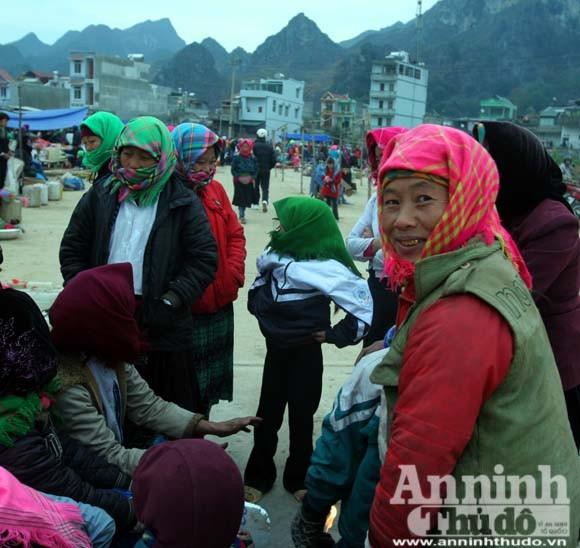 Chiêm ngưỡng thời trang chống rét ở vùng đá núi ảnh 12