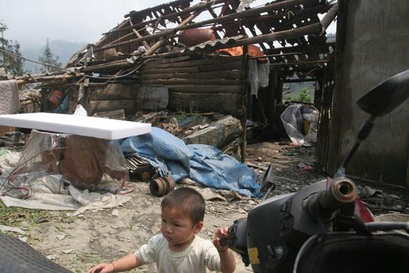Lào Cai: Cột thu phát sóng truyền hình gẫy gập vì lốc xoáy ảnh 1