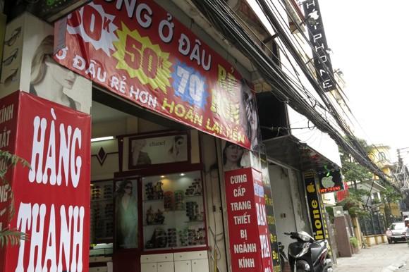 Shop sang trọng đồng loạt đóng cửa vì kinh tế suy thoái ảnh 10