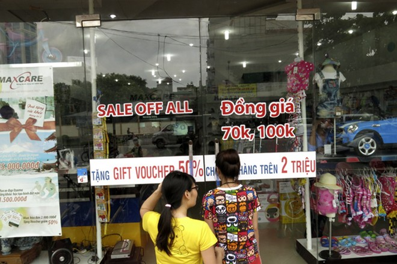 Shop sang trọng đồng loạt đóng cửa vì kinh tế suy thoái ảnh 11