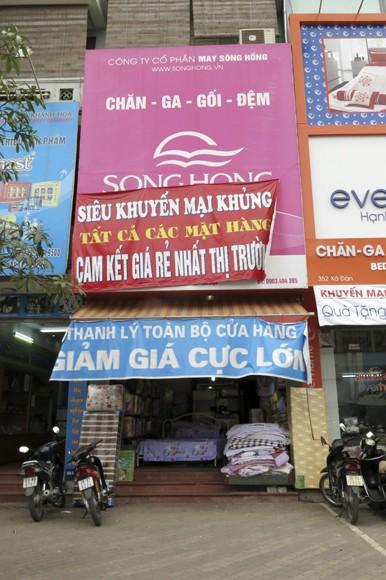 Shop sang trọng đồng loạt đóng cửa vì kinh tế suy thoái ảnh 13