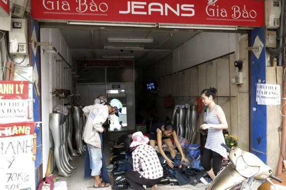Shop sang trọng đồng loạt đóng cửa vì kinh tế suy thoái ảnh 4