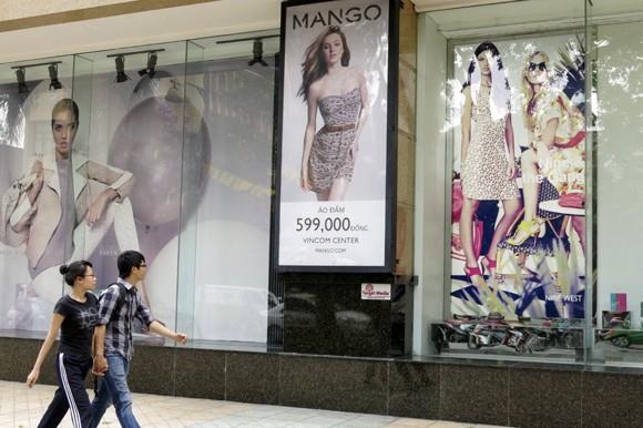 Shop sang trọng đồng loạt đóng cửa vì kinh tế suy thoái ảnh 14