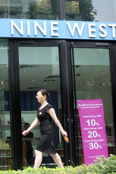 Shop sang trọng đồng loạt đóng cửa vì kinh tế suy thoái ảnh 15