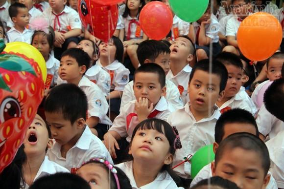 Trẻ ngộ nghĩnh trong ngày khai trường ảnh 8