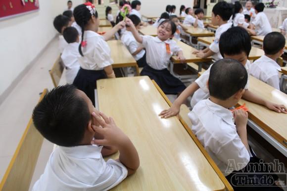 Trẻ ngộ nghĩnh trong ngày khai trường ảnh 15