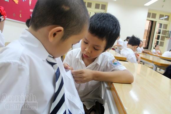 Trẻ ngộ nghĩnh trong ngày khai trường ảnh 14