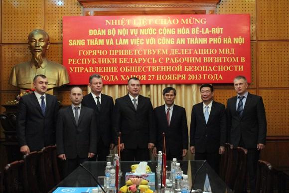 Đoàn Bộ Nội vụ Cộng hòa Balarus thăm và làm việc tại CATP Hà Nội ảnh 8