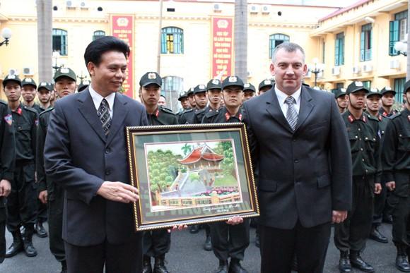 Đoàn Bộ Nội vụ Cộng hòa Balarus thăm và làm việc tại CATP Hà Nội ảnh 9