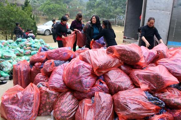"""Những người """"xua"""" đi giá lạnh cho học sinh nghèo Trung Sơn ảnh 4"""