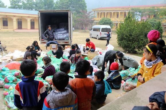 """Những người """"xua"""" đi giá lạnh cho học sinh nghèo Trung Sơn ảnh 1"""