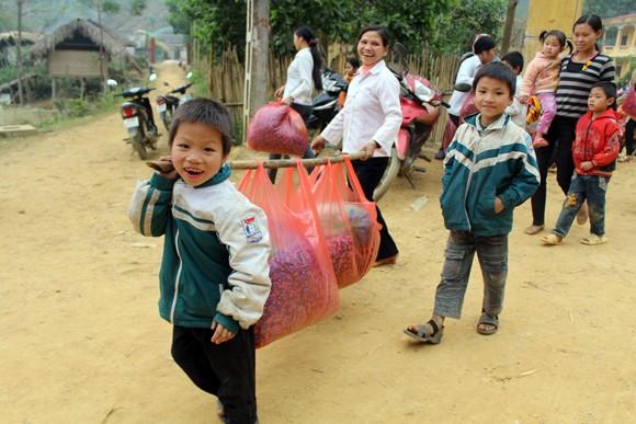 """Những người """"xua"""" đi giá lạnh cho học sinh nghèo Trung Sơn ảnh 8"""