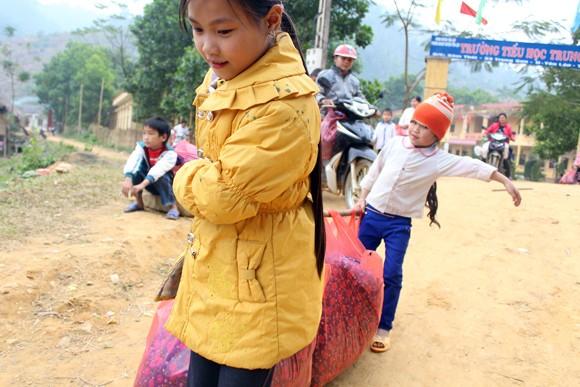 """Những người """"xua"""" đi giá lạnh cho học sinh nghèo Trung Sơn ảnh 9"""