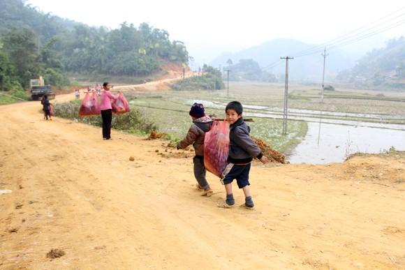 """Những người """"xua"""" đi giá lạnh cho học sinh nghèo Trung Sơn ảnh 13"""