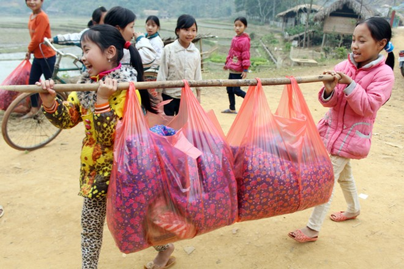 """Những người """"xua"""" đi giá lạnh cho học sinh nghèo Trung Sơn ảnh 12"""