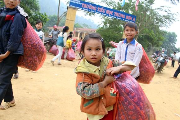 """Những người """"xua"""" đi giá lạnh cho học sinh nghèo Trung Sơn ảnh 10"""