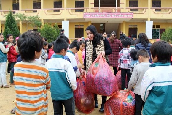 """Những người """"xua"""" đi giá lạnh cho học sinh nghèo Trung Sơn ảnh 5"""