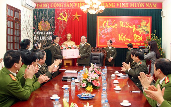 Đại tướng Trần Đại Quang kiểm tra ANTT tại tỉnh biên giới Lạng Sơn ảnh 2