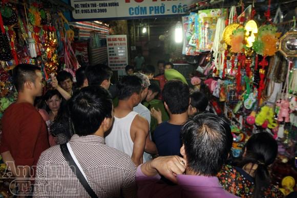 Thu giữ hàng trăm khẩu súng đồ chơi nguy hiểm tại khu vực chùa Hương ảnh 7
