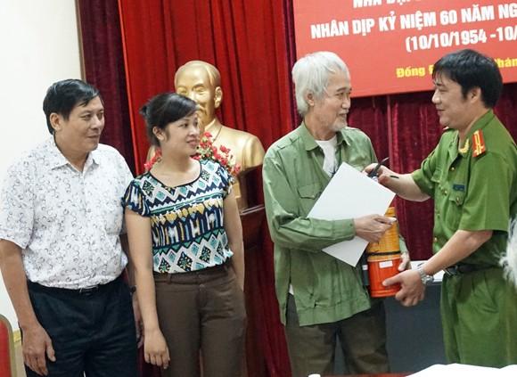8 hộ dân được nhận tiền hỗ trợ và thiết bị PCCC ảnh 1