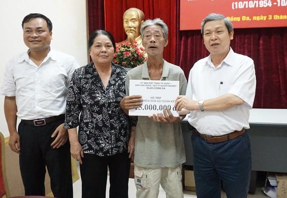 8 hộ dân được nhận tiền hỗ trợ và thiết bị PCCC ảnh 2