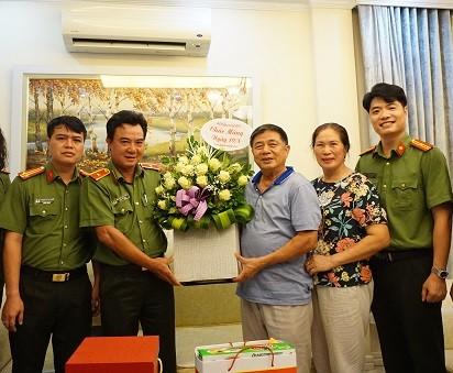 Ban giám đốc Công an Hà Nội thăm hỏi, chúc mừng lãnh đạo Công an hưu trí ảnh 1