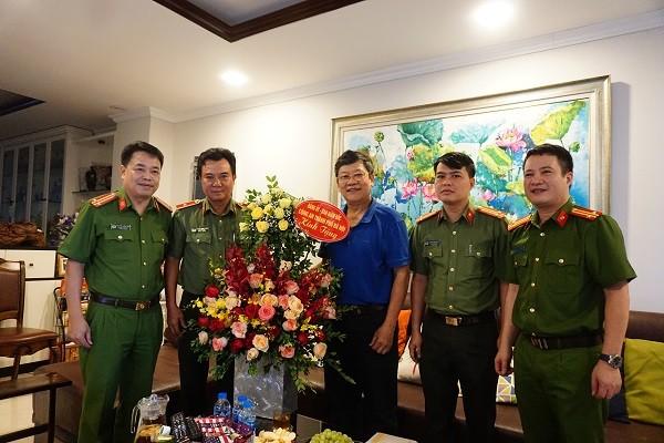 Ban giám đốc Công an Hà Nội thăm hỏi, chúc mừng lãnh đạo Công an hưu trí ảnh 2