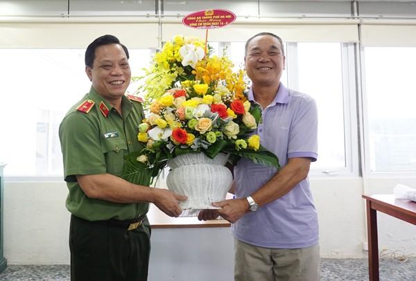 Thiếu tướng Nguyễn Hải Trung, Giám đốc Công an Hà Nội thăm hỏi chúc mừng nguyên lãnh đạo Công an Hà Nội ảnh 2