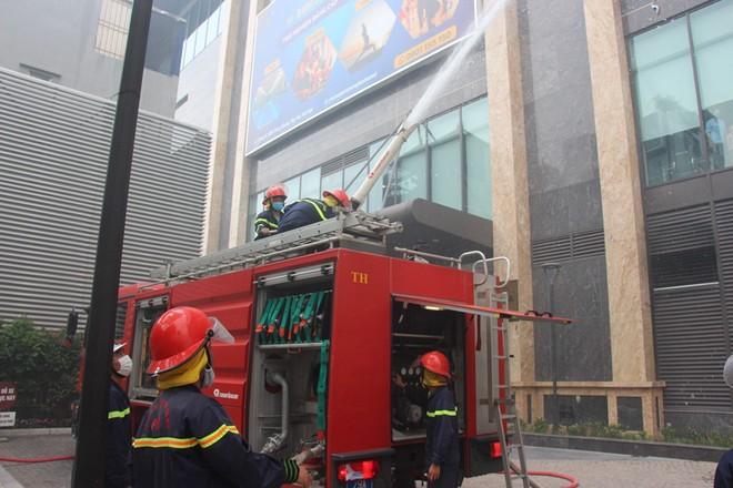 Diễn tập phương án phòng cháy, chữa cháy tại tòa nhà Sun Grand City ảnh 3