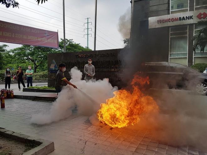 Lực lượng Cảnh sát phòng cháy hướng dẫn cách chữa cháy, cứu người an toàn ảnh 1