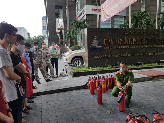Lực lượng Cảnh sát phòng cháy hướng dẫn cách chữa cháy, cứu người an toàn ảnh 4