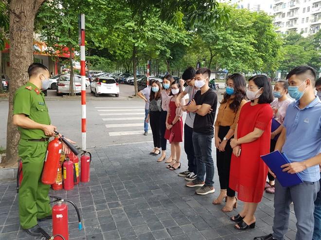Lực lượng Cảnh sát phòng cháy hướng dẫn cách chữa cháy, cứu người an toàn ảnh 3