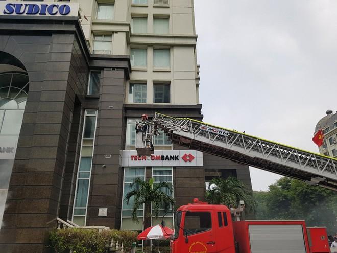 Lực lượng Cảnh sát phòng cháy hướng dẫn cách chữa cháy, cứu người an toàn ảnh 8