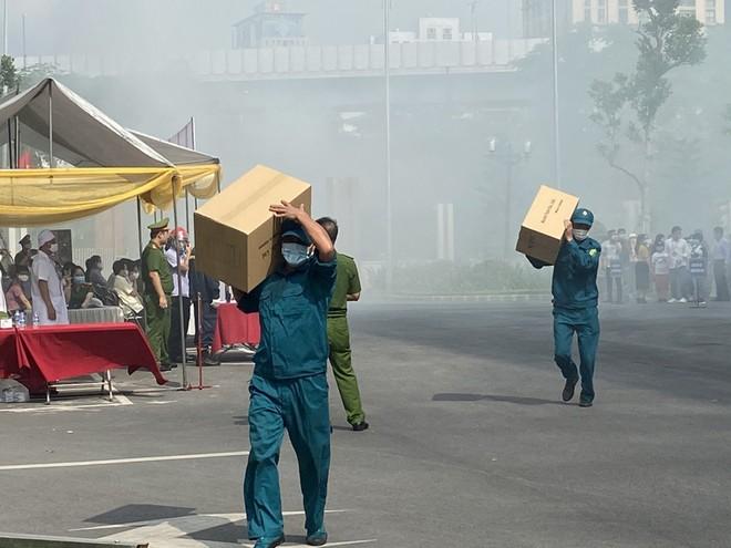 Diễn tập chữa cháy và cứu nạn, cứu hộ có sự tham gia của nhiều lực lượng ảnh 2
