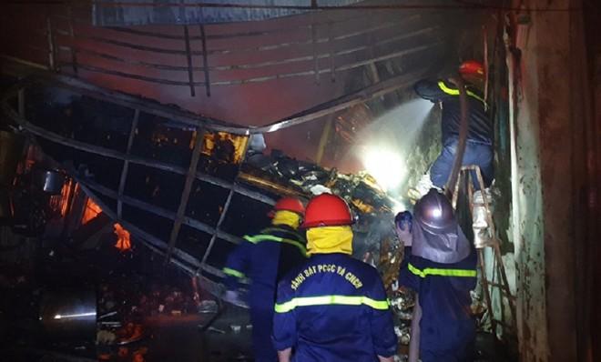 Kịp thời dập tắt đám cháy ở cửa hàng gia dụng tại phường Lĩnh Nam ảnh 2
