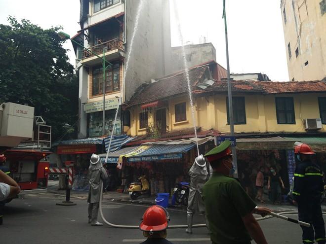 Diễn tập phương án chữa cháy, cứu nạn tại phố Hàng Mã ảnh 1
