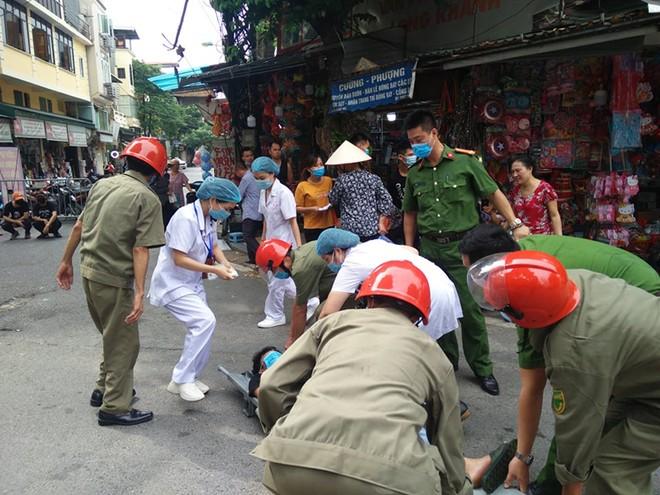 Diễn tập phương án chữa cháy, cứu nạn tại phố Hàng Mã ảnh 3