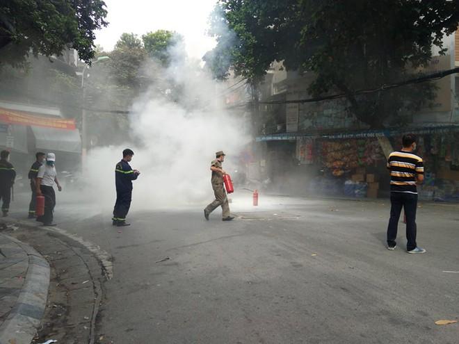 Diễn tập phương án chữa cháy, cứu nạn tại phố Hàng Mã ảnh 2