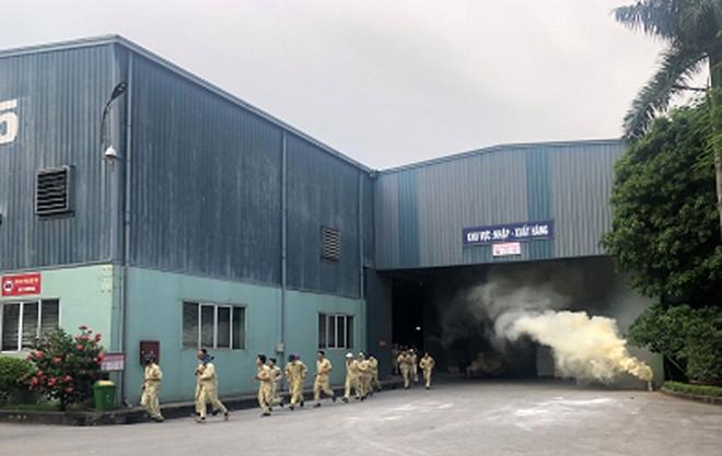 Diễn tập phòng cháy, chữa cháy, cứu nạn tại cơ sở quy mô lớn chứa chất dễ cháy ảnh 3