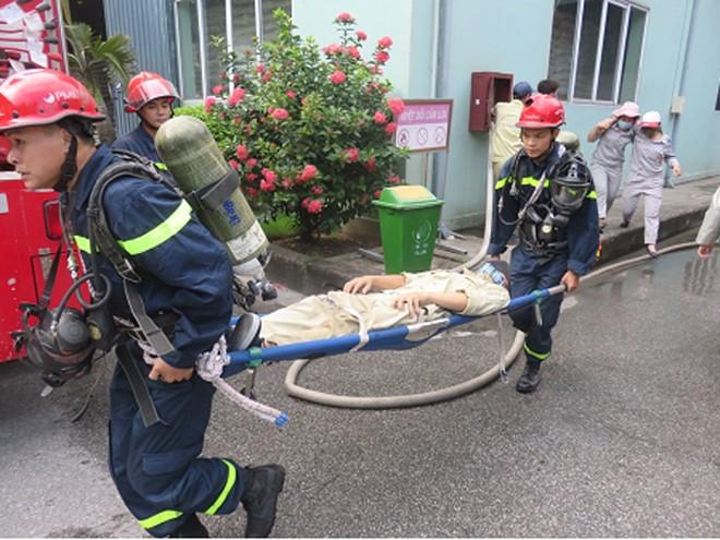 Diễn tập phòng cháy, chữa cháy, cứu nạn tại cơ sở quy mô lớn chứa chất dễ cháy ảnh 1