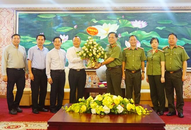 Giám đốc Công an thành phố Hà Nội tiếp tân Giám mục Giáo phận Hưng Hóa ảnh 1