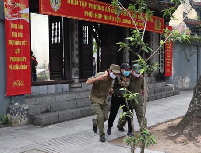 120 người tham gia diễn tập phương án chữa cháy tại chùa Chân Tiên ảnh 3