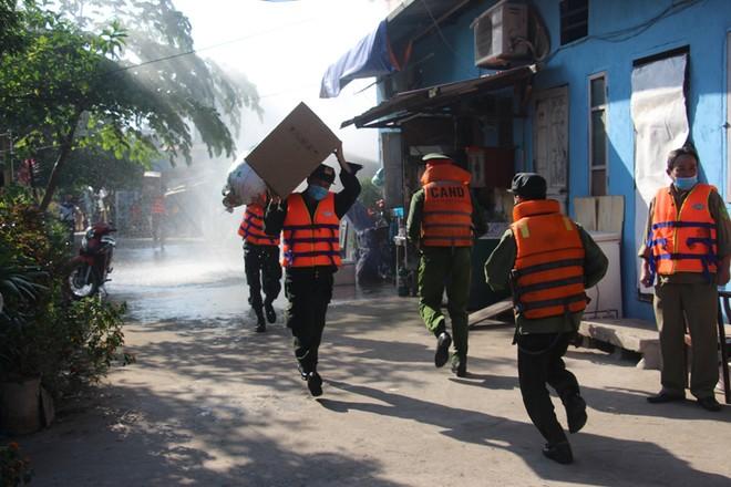 Nhiều lực lượng tham gia diễn tập ứng phó thiên tai bên bờ sông Hồng ảnh 5